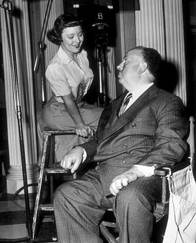 17. С дочерью Патрицией на съемках фильма «Незнакомцы в поезде», 1951 год.