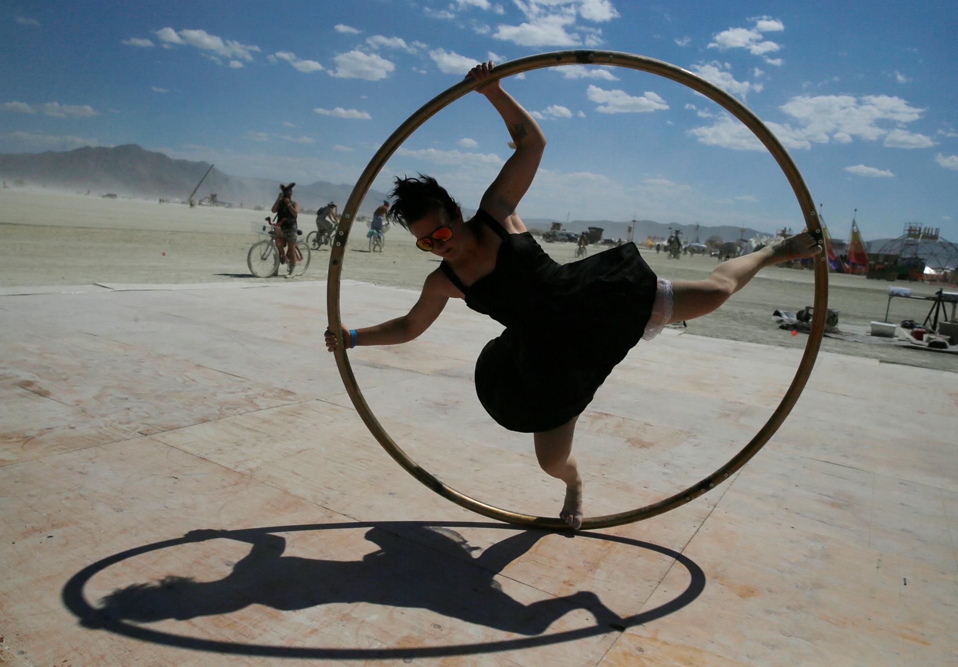 Burning Man отличается от всех остальных фестивалей тем, что он не вращается вокруг артистов-звезд.