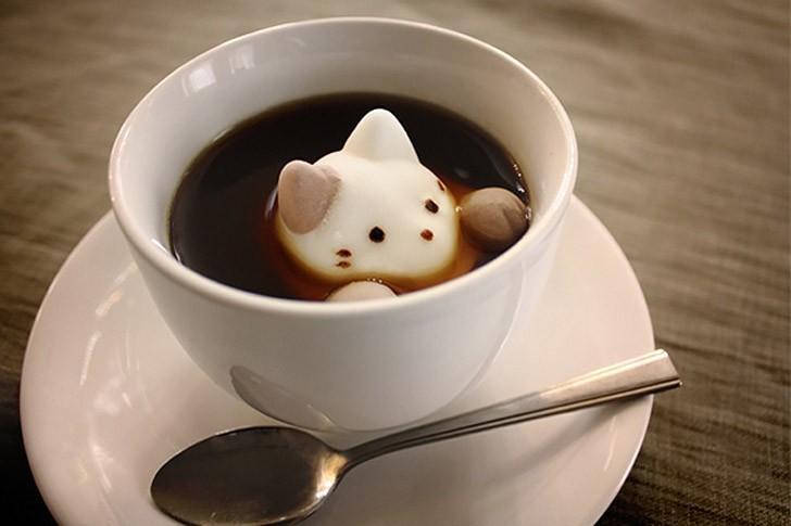 3. Зефирный котёнок в чашке кофе