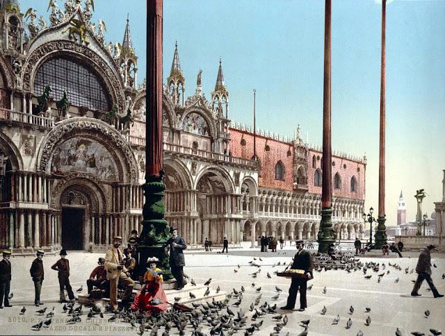 Голуби на площади Святого Марка.