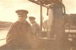 """Гвардии капитан 3 ранга А.М. Каутский и помощник командира гвардии старший лейтенант А.А. Телегин на мостике своей """"щуки"""". Полярный, 1943г."""