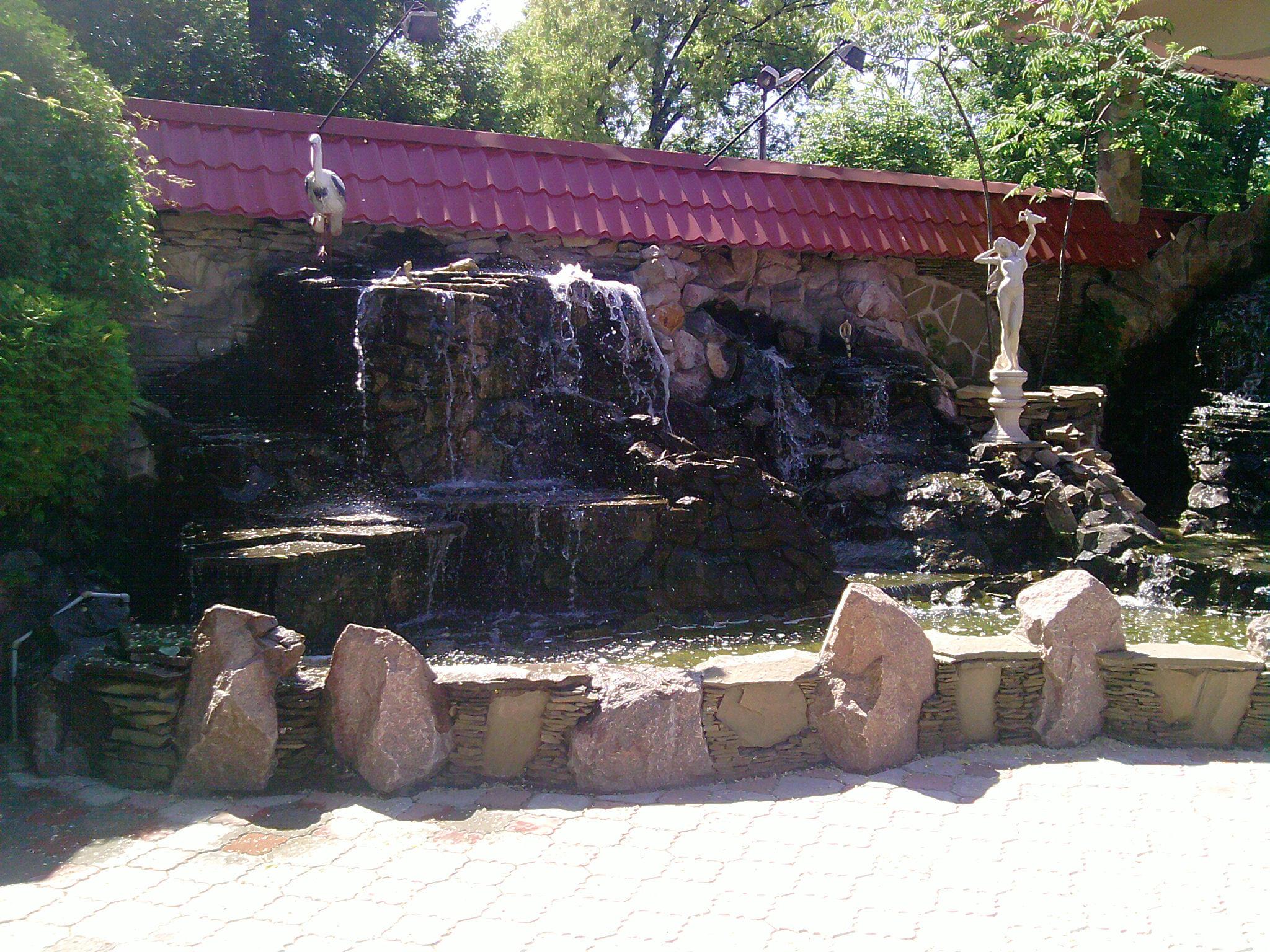 Альпийская горка, водопад из дикого природного камня строительство Крым
