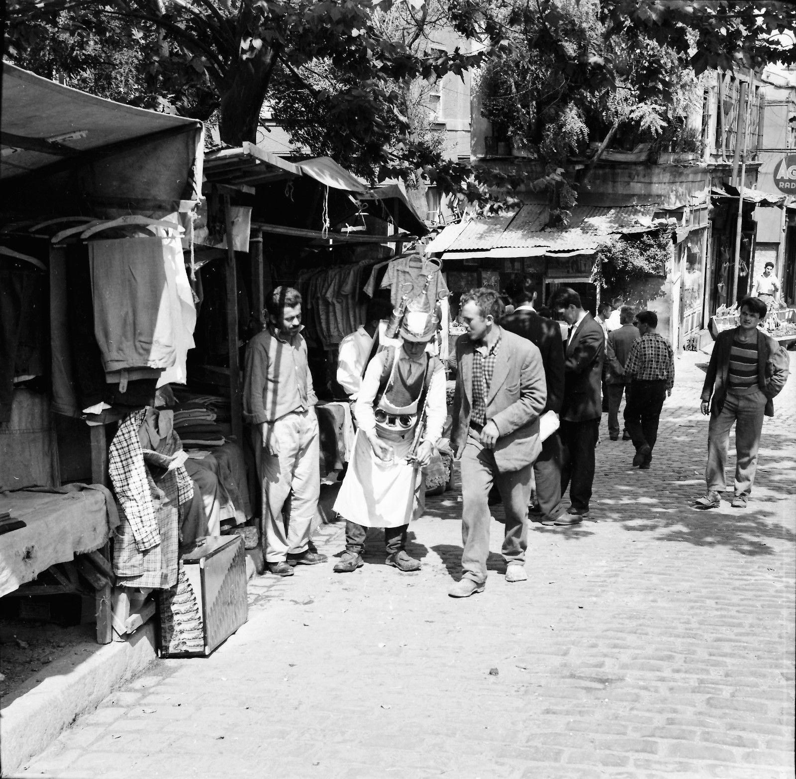 Уличный торговец напитками