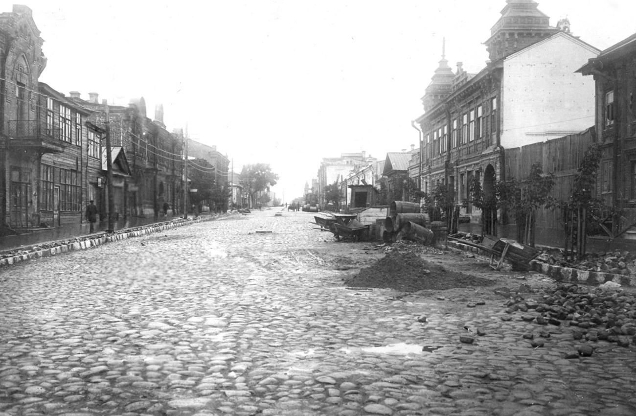 Улица Льва Толстого, вид на Самарскую улицу