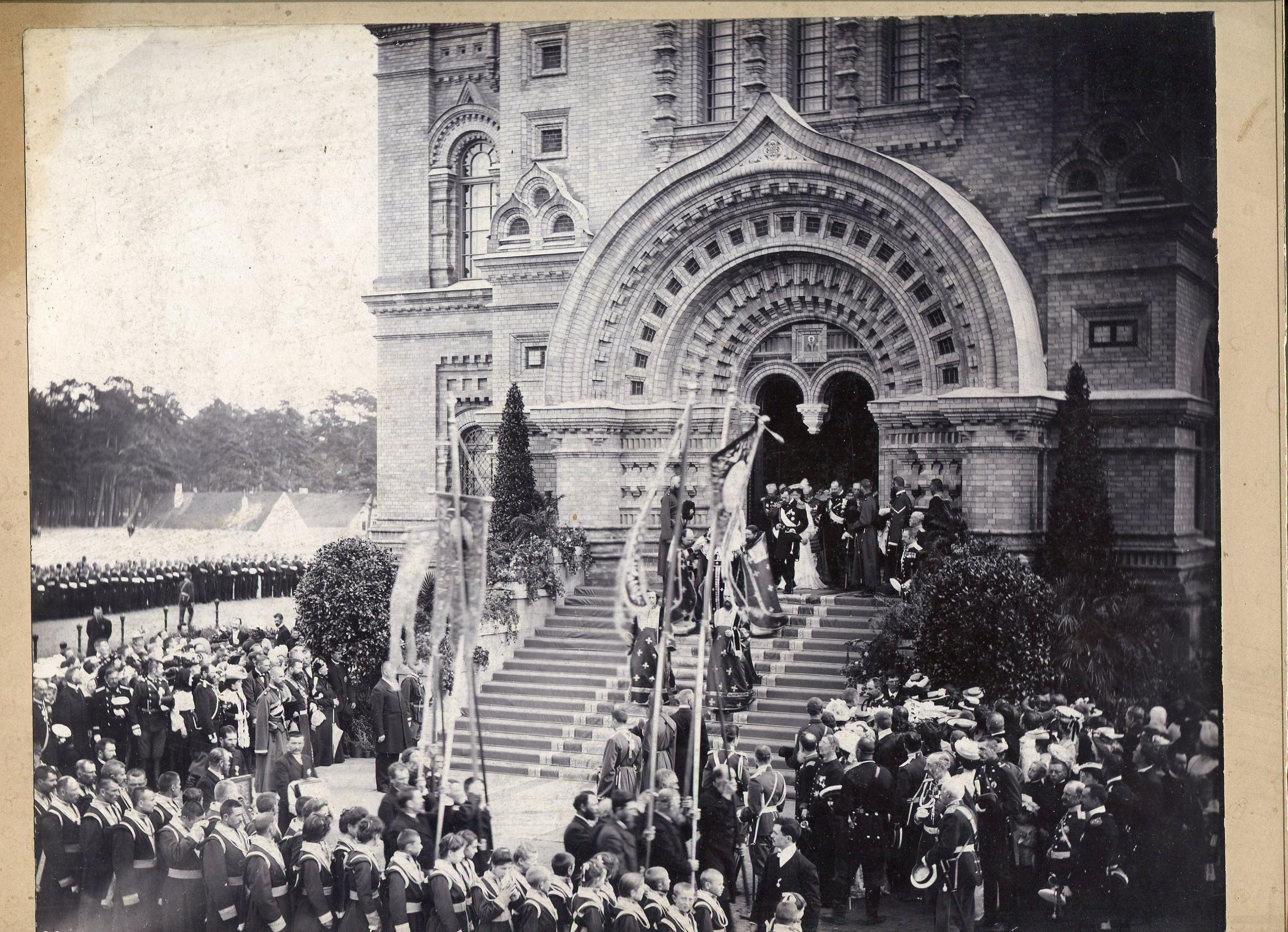 Фотография освящения Свято-Никольского морского собора в порту Александра III (в Либаве) в присутствии Императора Николая II. 22.08.1903