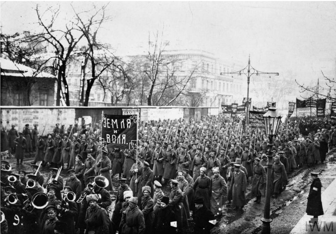 Демонстрация в честь похорон жертв революции. 28 марта 1917