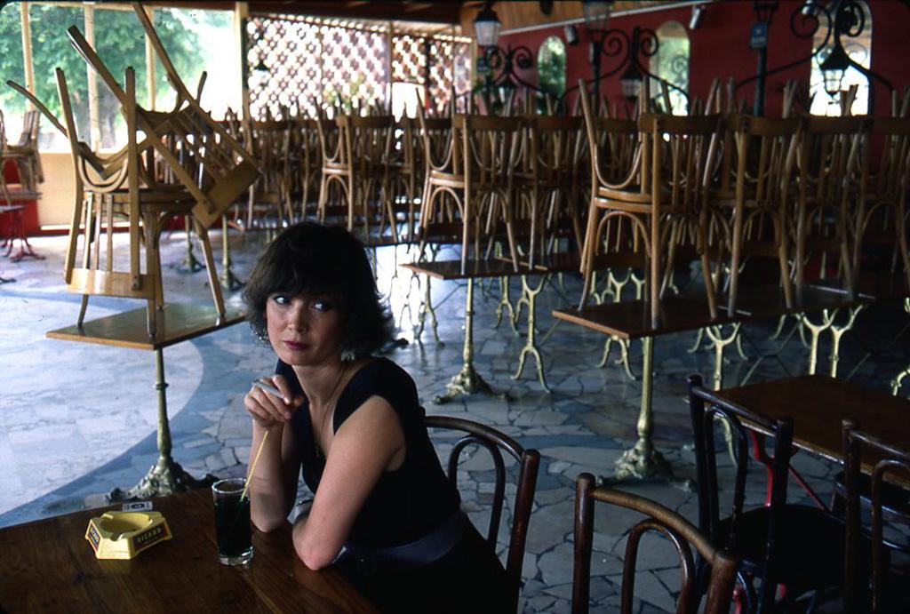 1985. Сабина Азема в кафе. Жуанвиль-ле-Пон