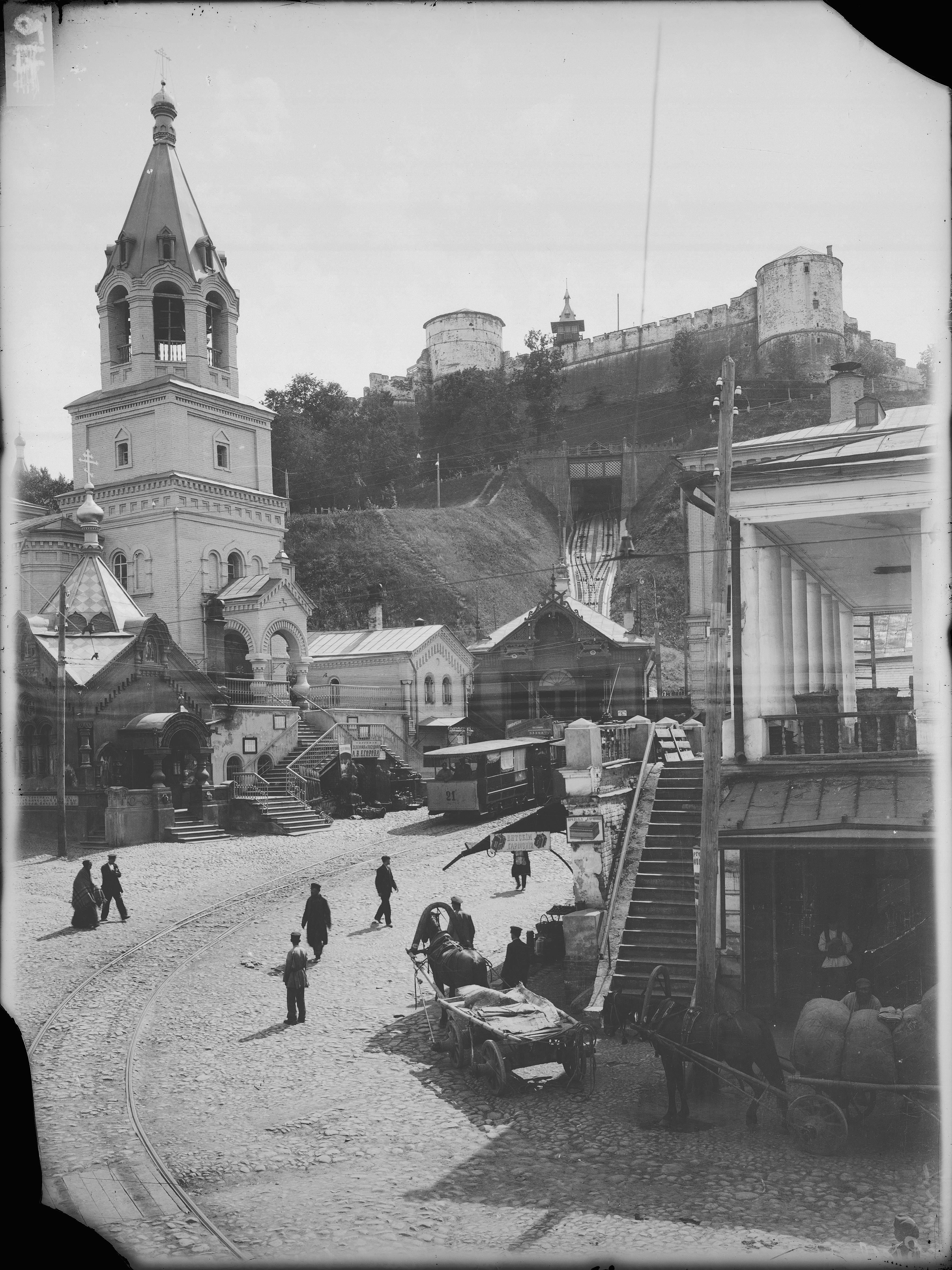 Вид церкви Иоанна Предтечи и кремлевского элеватора