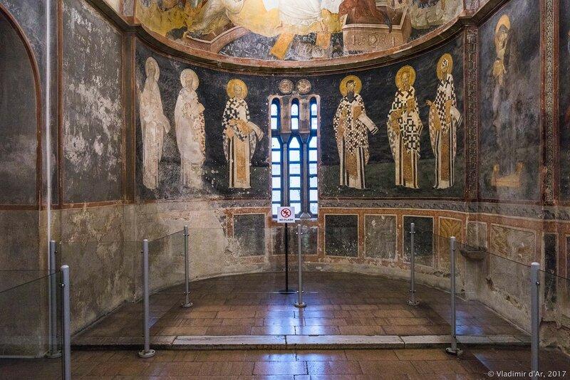 Конха апсиды. Мозаики и фрески монастыря Хора. Церковь Христа Спасителя в Полях.