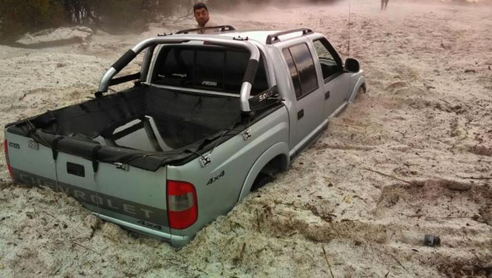 Аномалия в Аргентине: за 15 минут выпало 1,5 метра града размером с теннисный мяч