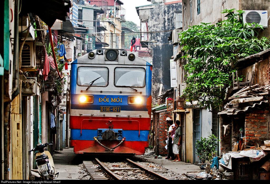 Vietnam Railways D19E-921, Near Hanoi station, Vietnam, March 08, 2013.