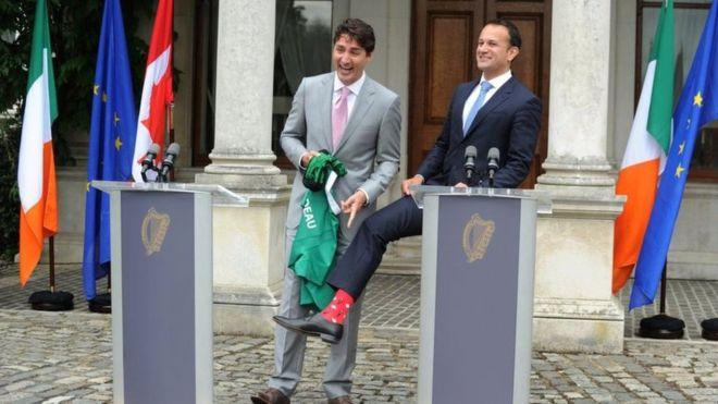 В июле 2017 года в похожих носках канадца встретил новый премьер-министр Ирландии Лео Варадкар.