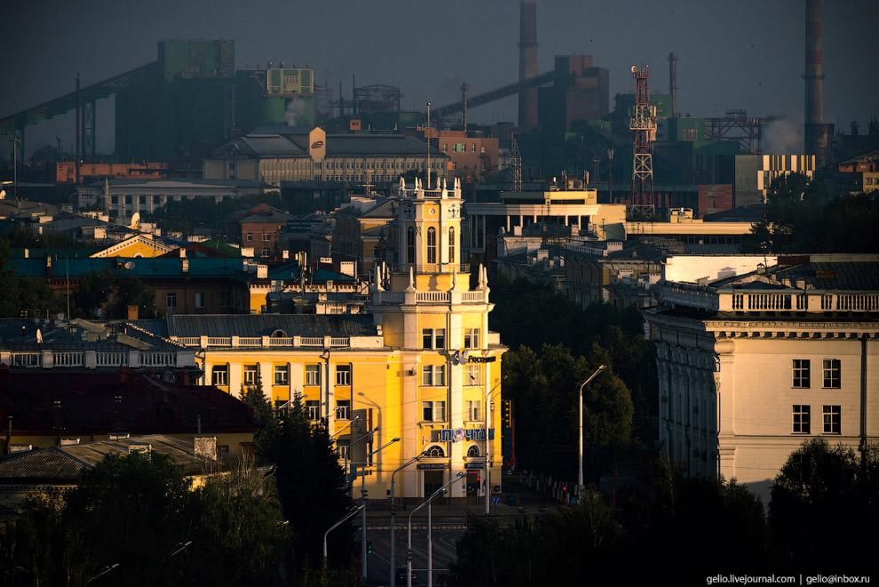 13. Ещё одна жемчужина кемеровской площади Советов — здание Главпочтамта. Построено в 1952-56 годах.