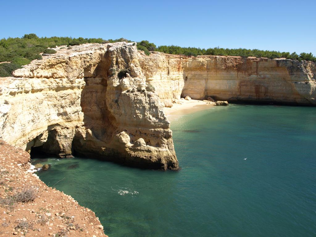 Испания, о. Менорка, Кала Макареллета   Пляжи испанской Менорки – одни из лучши