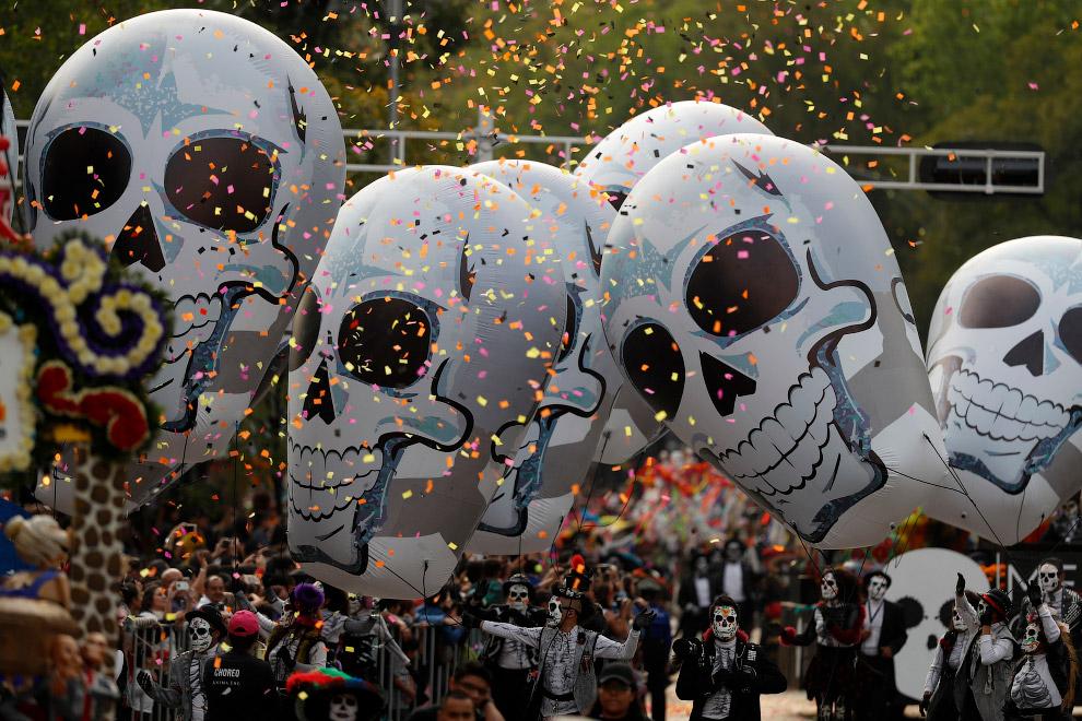 Хэллоуину присущи театральность и щекотание нервов от страха перед потусторонними темными сущностями