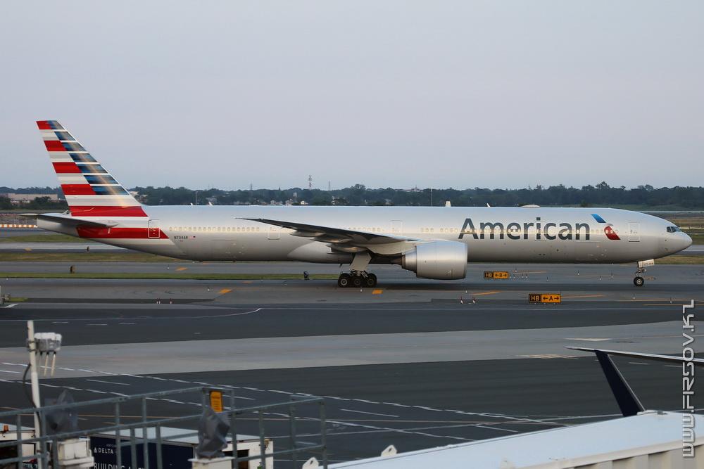 B-777_N734AR_American_Airlines_1_JFK_resize (2).jpg