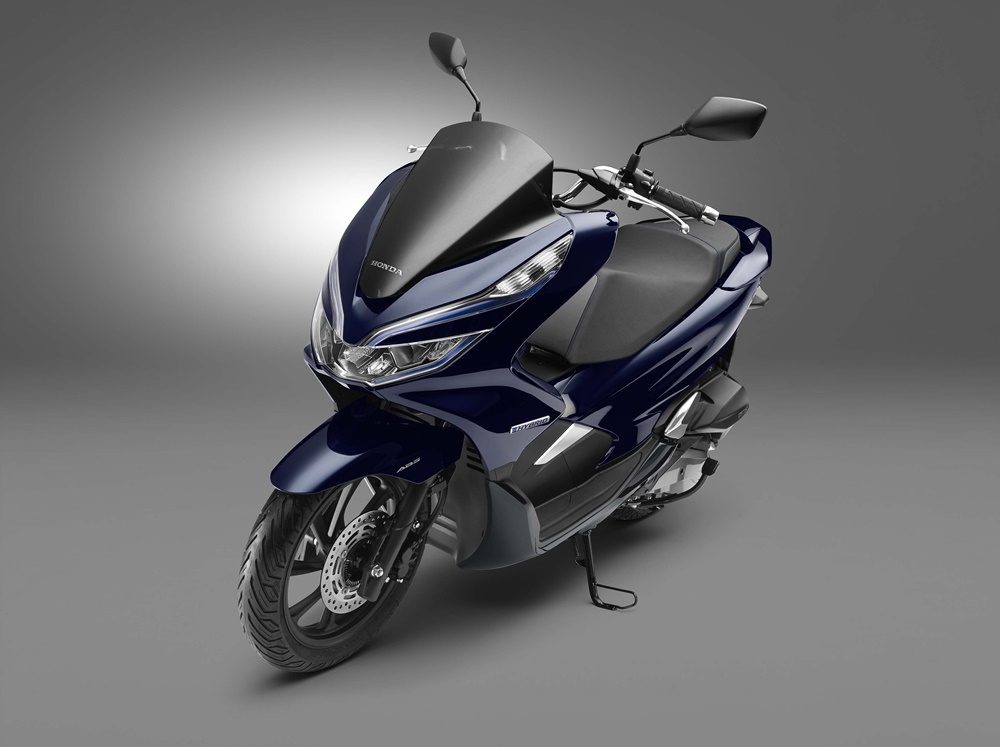 Скутеры Honda PCX Electric 2018 и Honda PCX Hybrid 2018