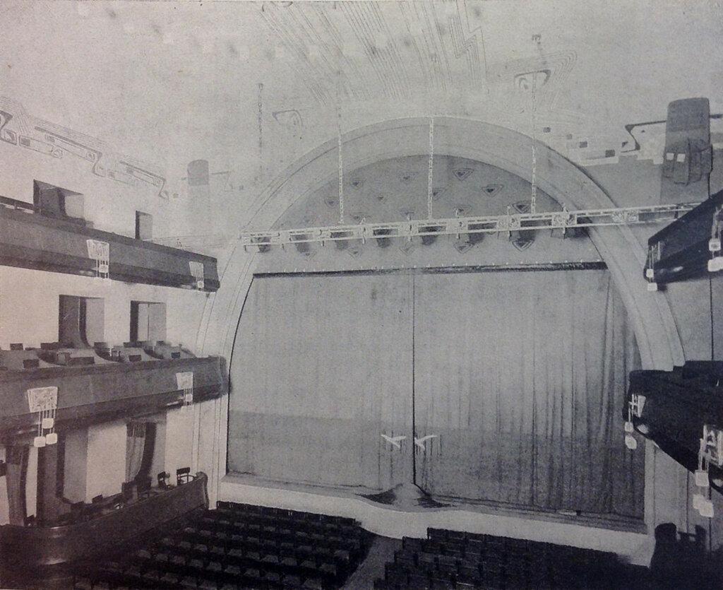 401496 Зрительный зал и вид на сцену с опущенным занавесом 23.jpg