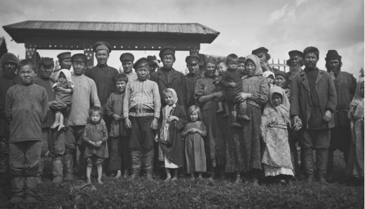 26. Село Угамагово. Групповая фотография татар