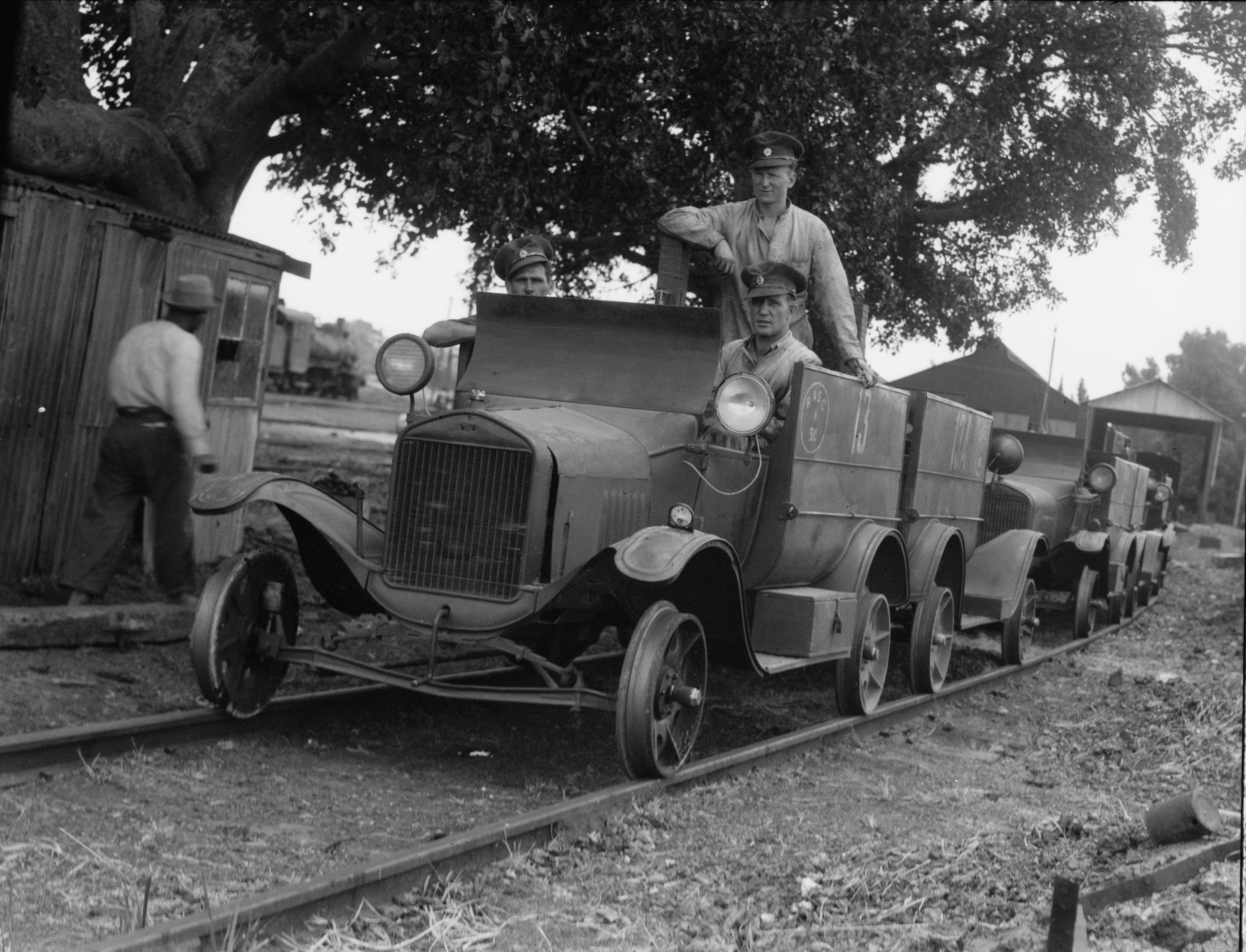 1936. Бронированное приспособление для проверки железнодорожного полотна перед проездом пассажирского поезда
