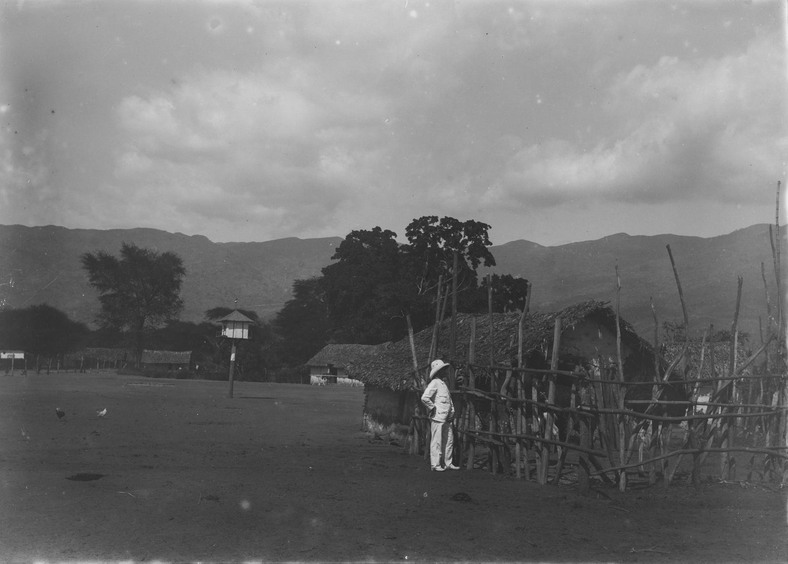 62. Станция Кусани немецкого общества Восточной Африки (ДОАГ) у подножия гор Паре