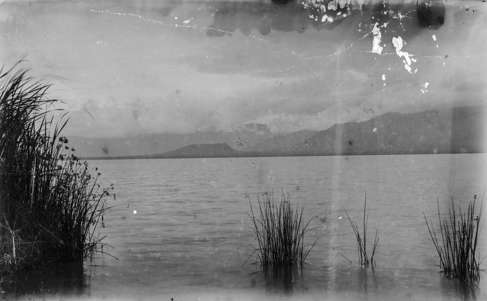 65. Окрестности гор Паре  с видом на озеро