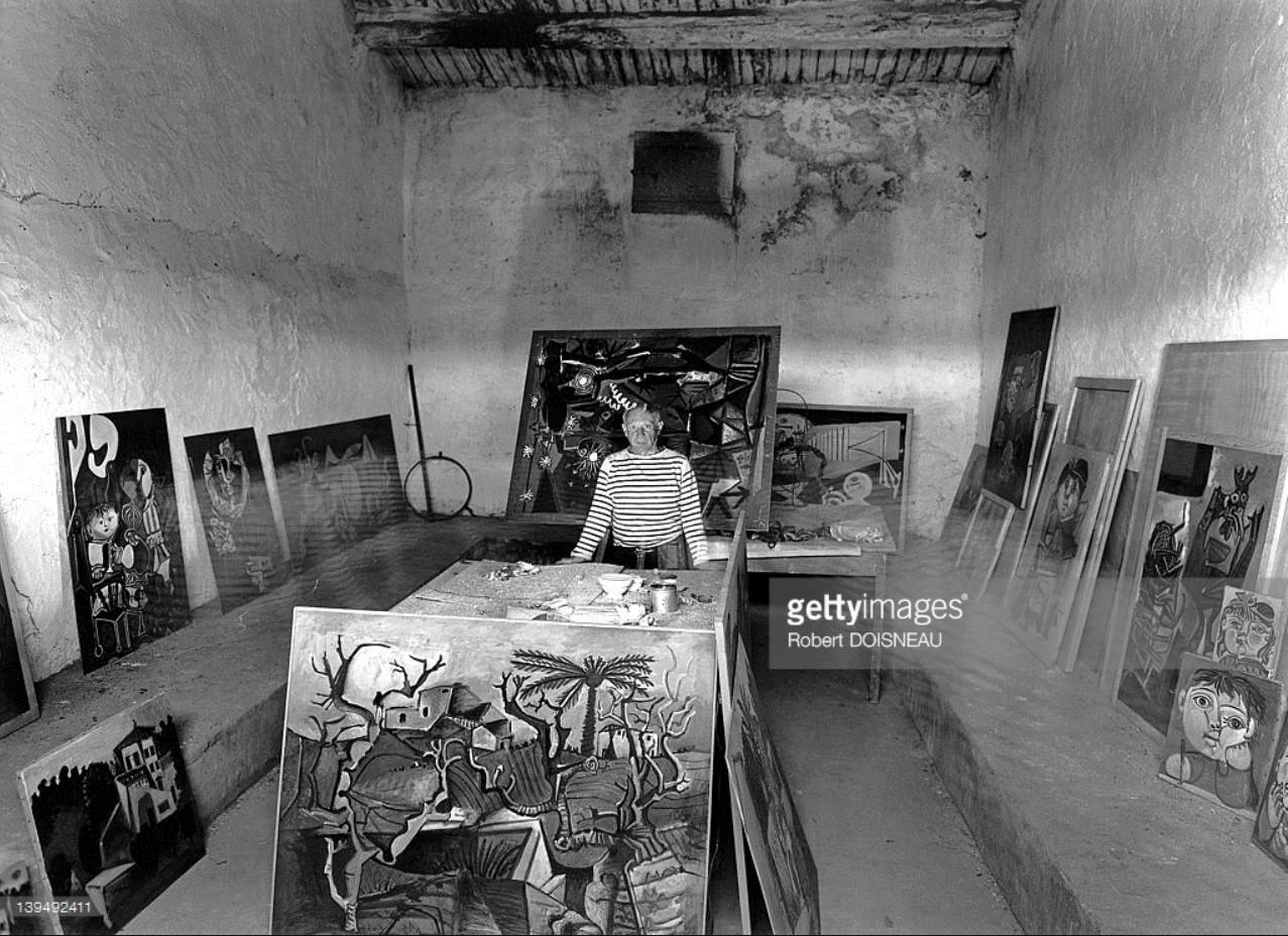 1952. Пабло Пикассо в своей студии в Валлорисе