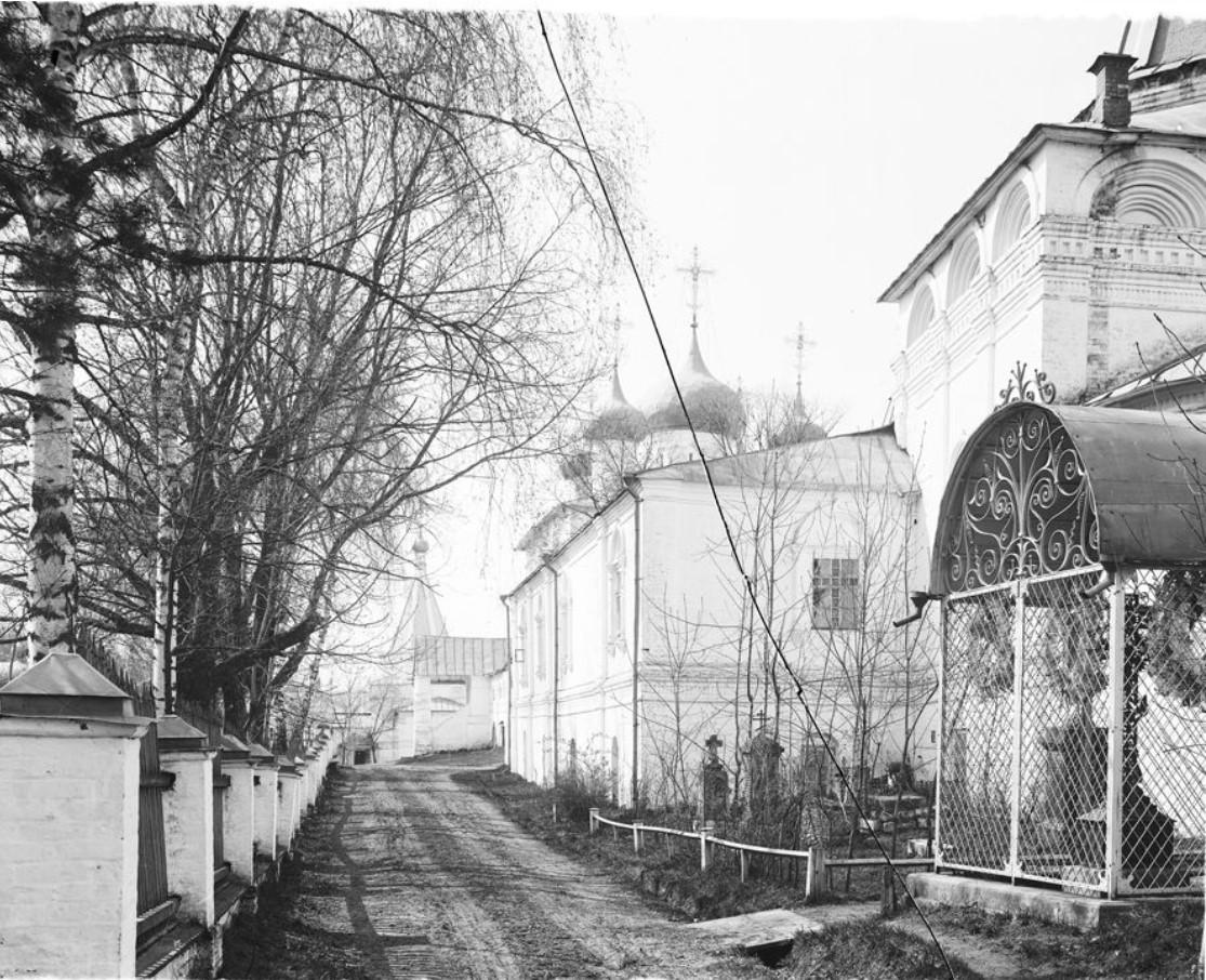 Вид на Печерский монастырь