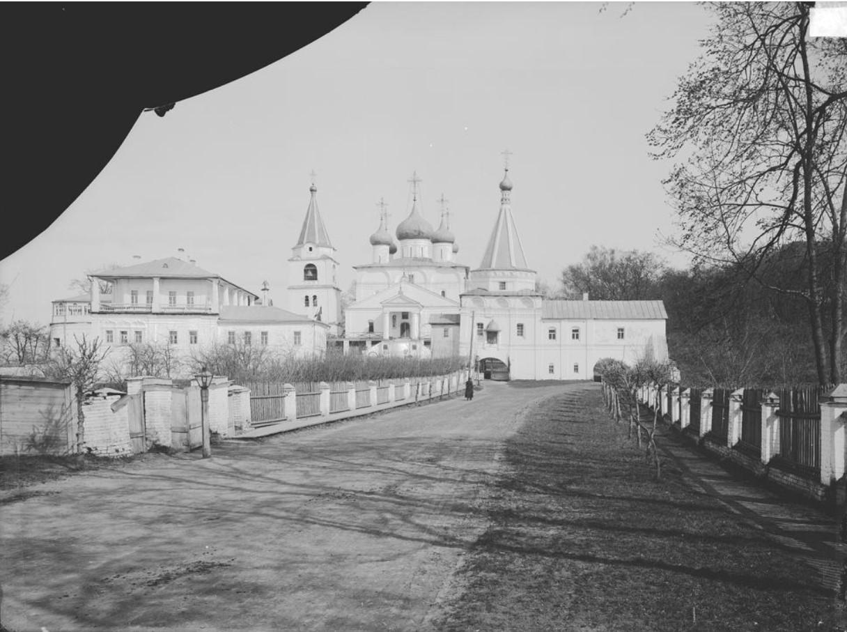 Вид Печерского монастыря