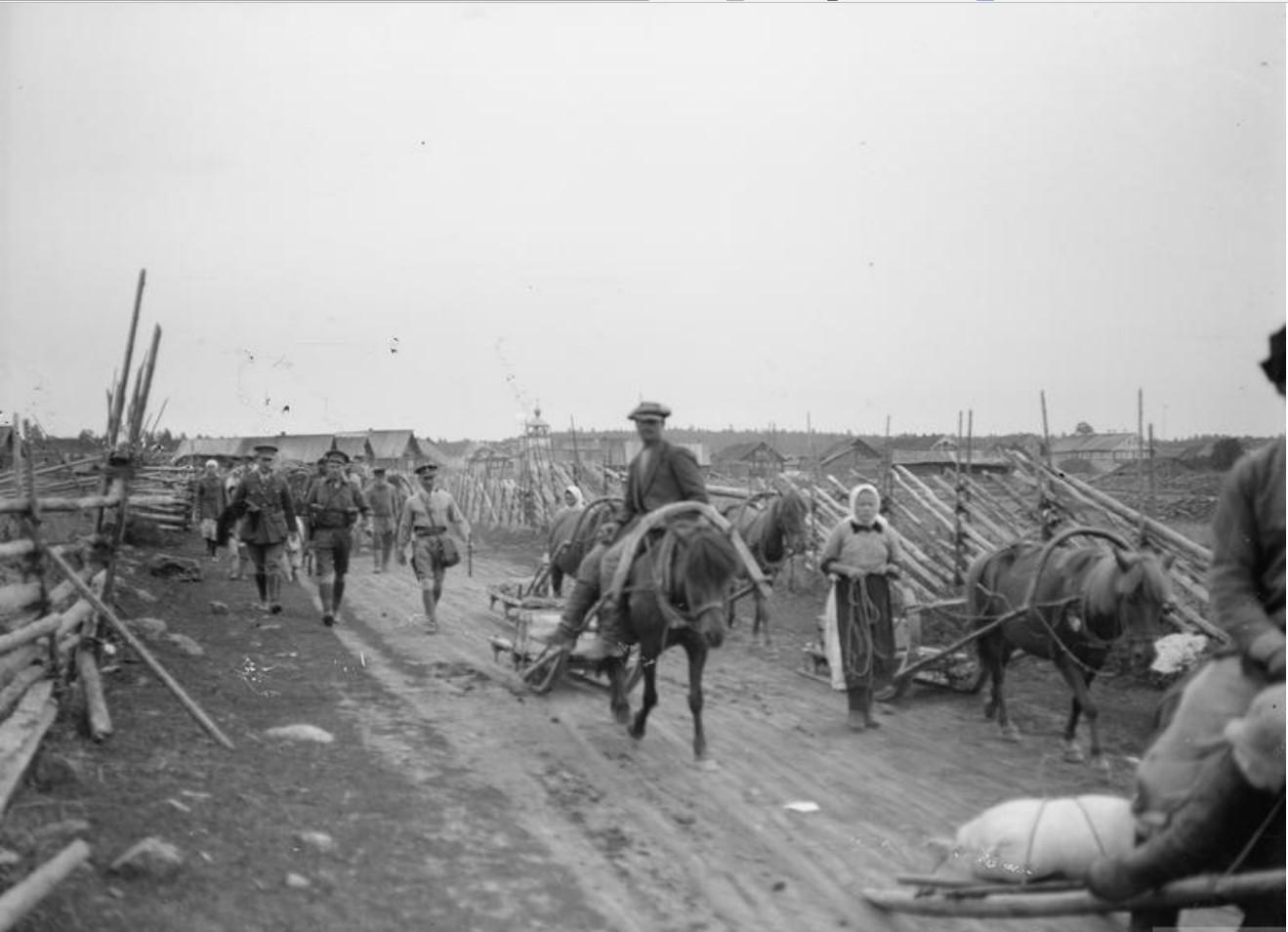 1919. Подводы с продовольствием покидают Тавду