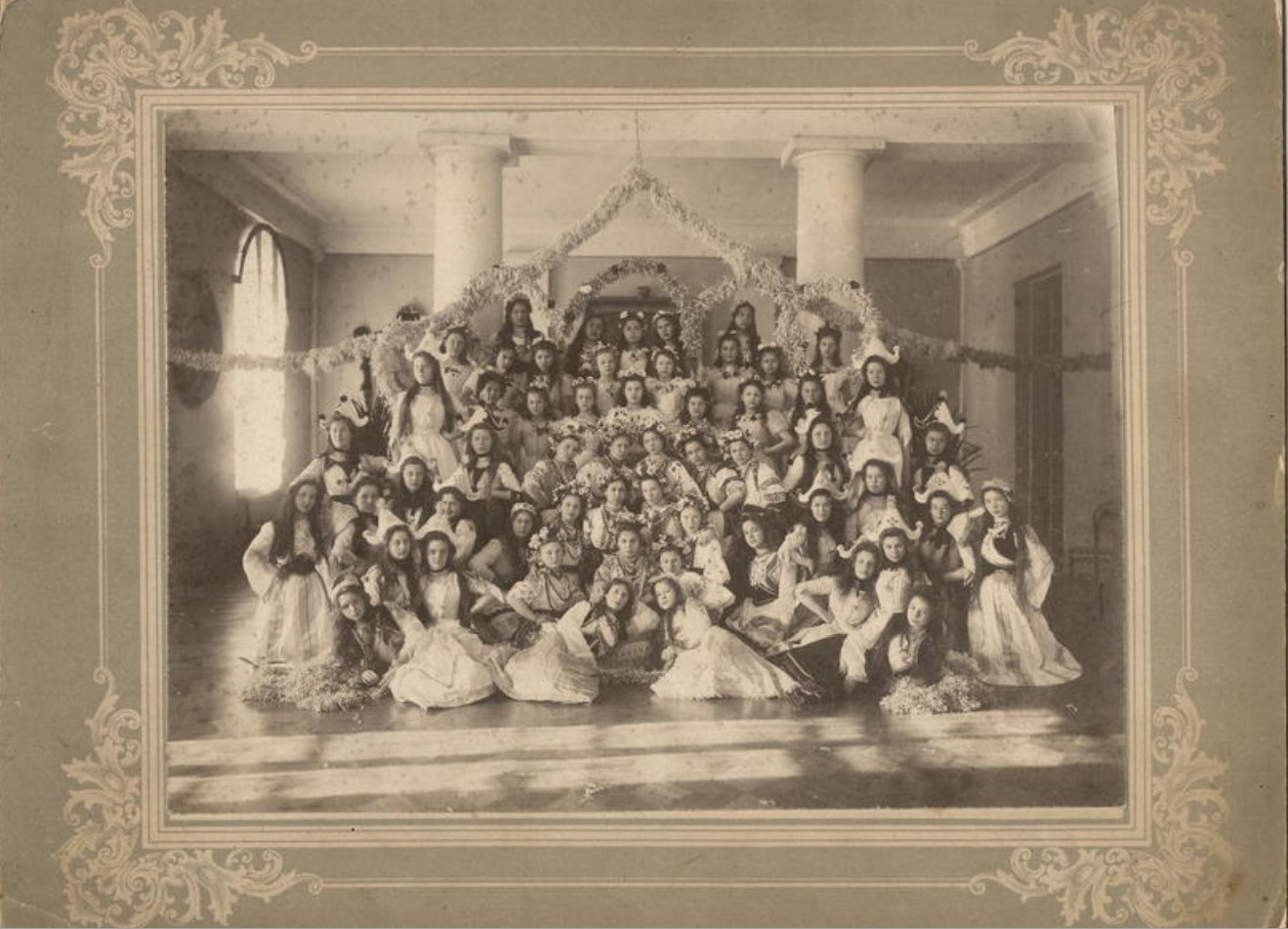 Бал-маскарад в Иркутском институте благородных девиц имени императора Николая I 1902