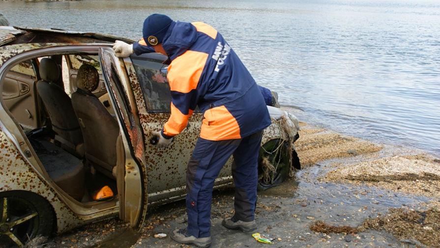 Со дна Байкала подняли  92 автомобиля, 18 лодок, 6 снегоходов, трактор, вертолет и самолет