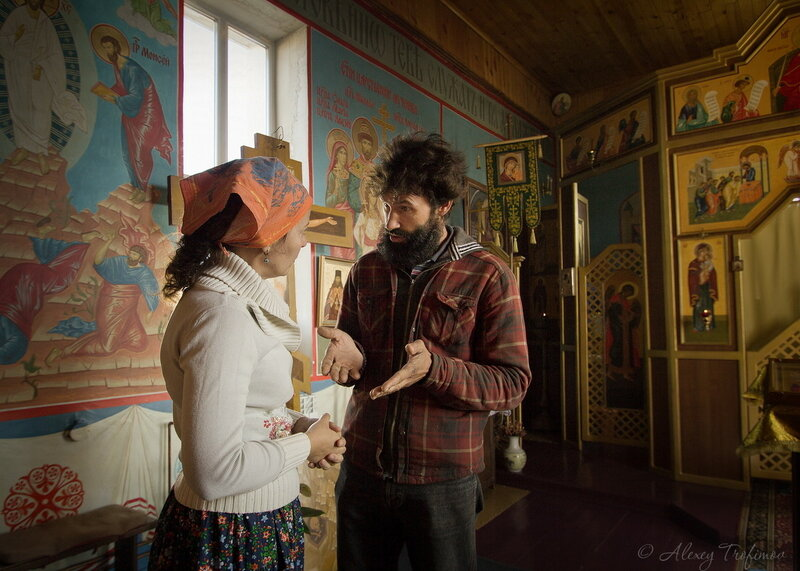 Baikal_2017_09_Sergei-in-Church.jpg