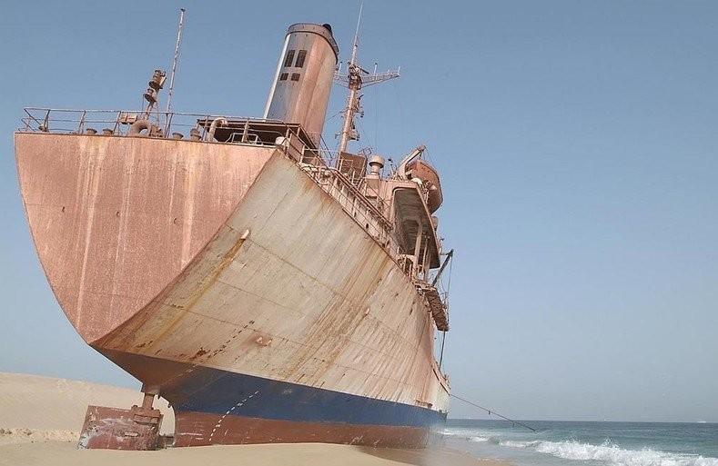 0 182bf9 d8d843cc orig - На мели: фото брошенных кораблей