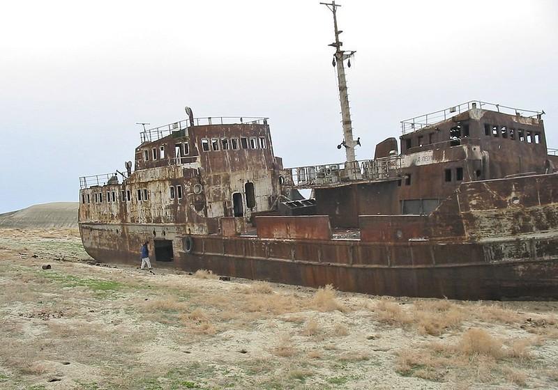 0 182bfc e01992fa orig - На мели: фото брошенных кораблей