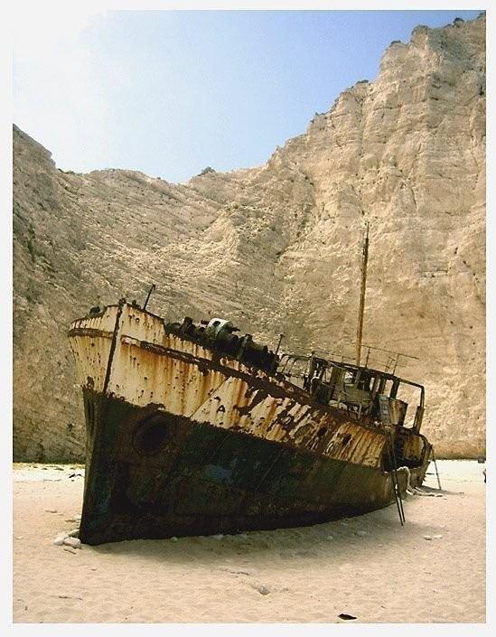 0 182c07 bbc3d17c orig - На мели: фото брошенных кораблей