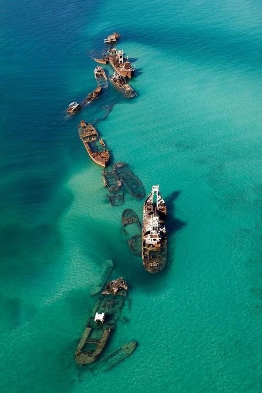 0 182c16 690e8790 orig - На мели: фото брошенных кораблей