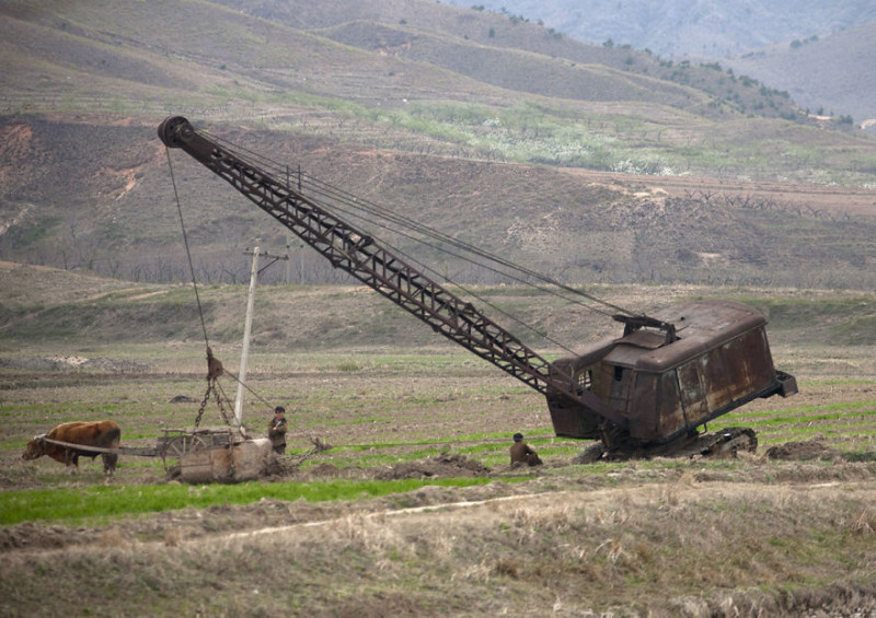 Поездки по шоссе позволяют увидеть реалии сельской жизни и низкий уровень развития. Кажется, что вре