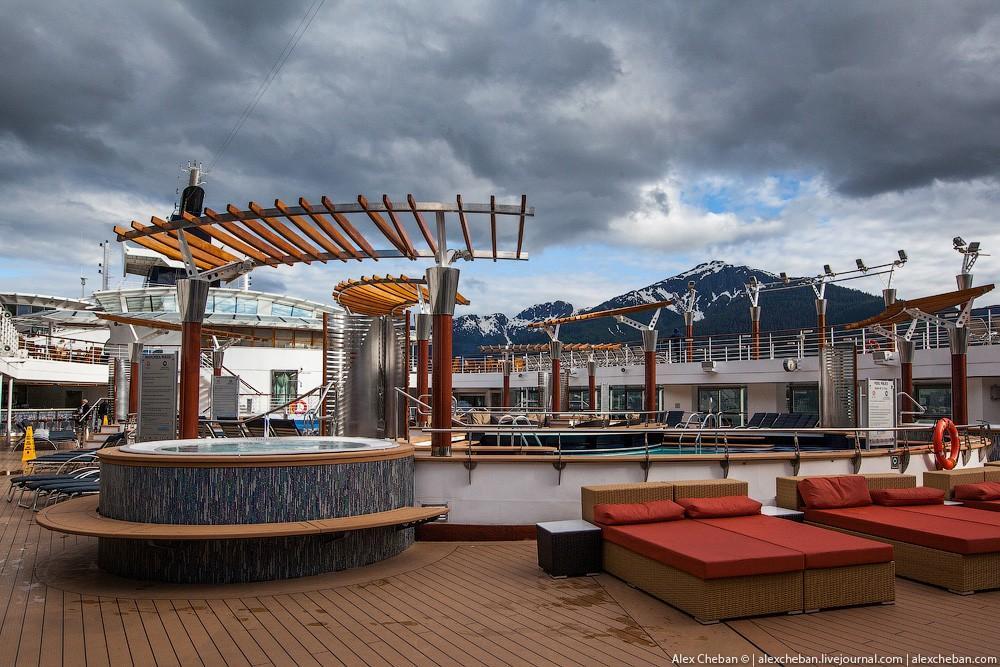24. В круизе по холодной Аляске работали только горячие джакузи-зоны в открытой части бассейнов. Как