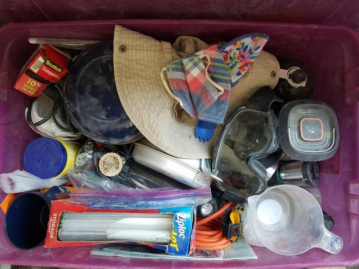 Вот для примера мой набор выживания для Burning Man — его беру всегда на всякий случай. Тут можно ра