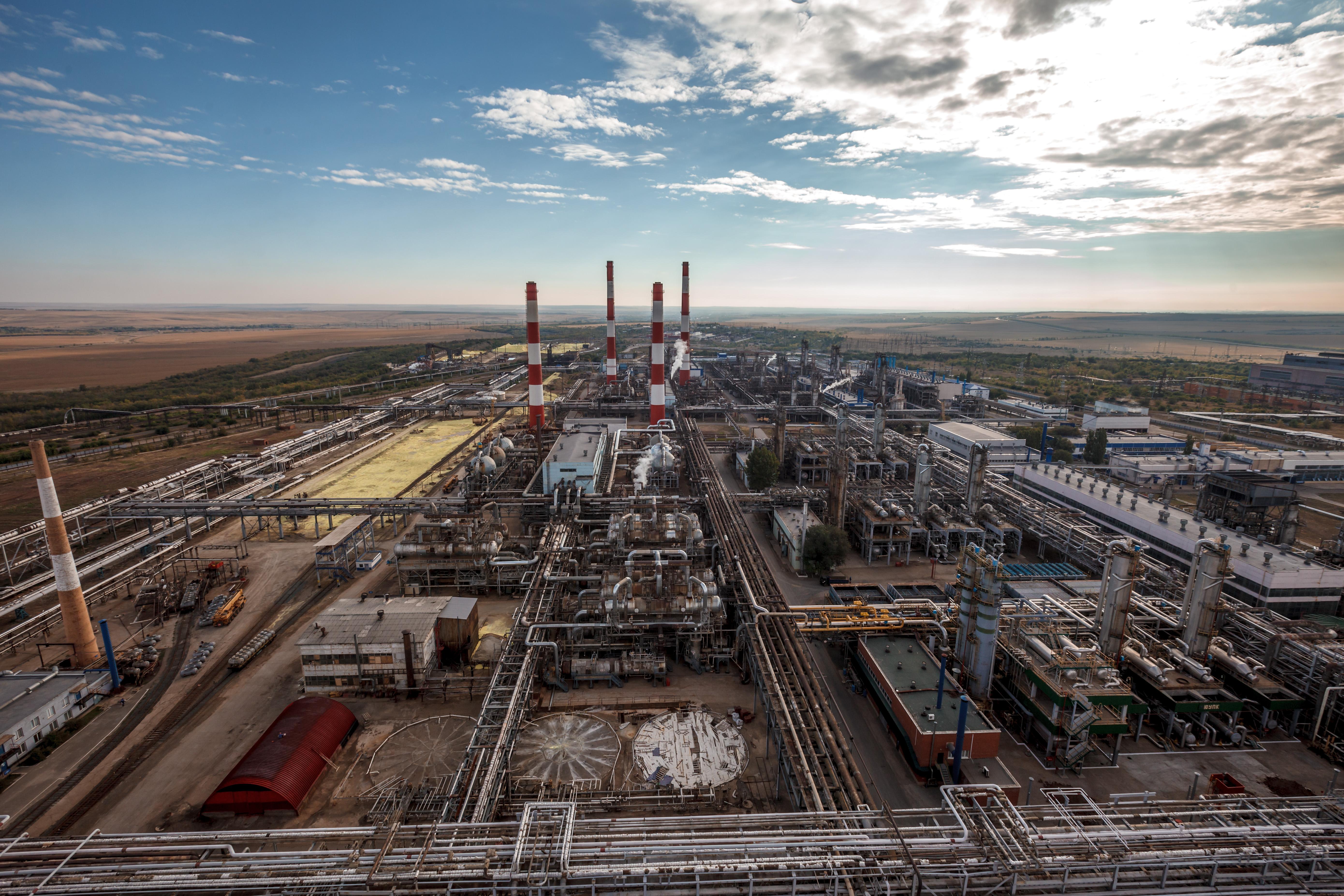 Около 30 предприятий участвуют в строительстве самого мощного в мире завода по переработке природног