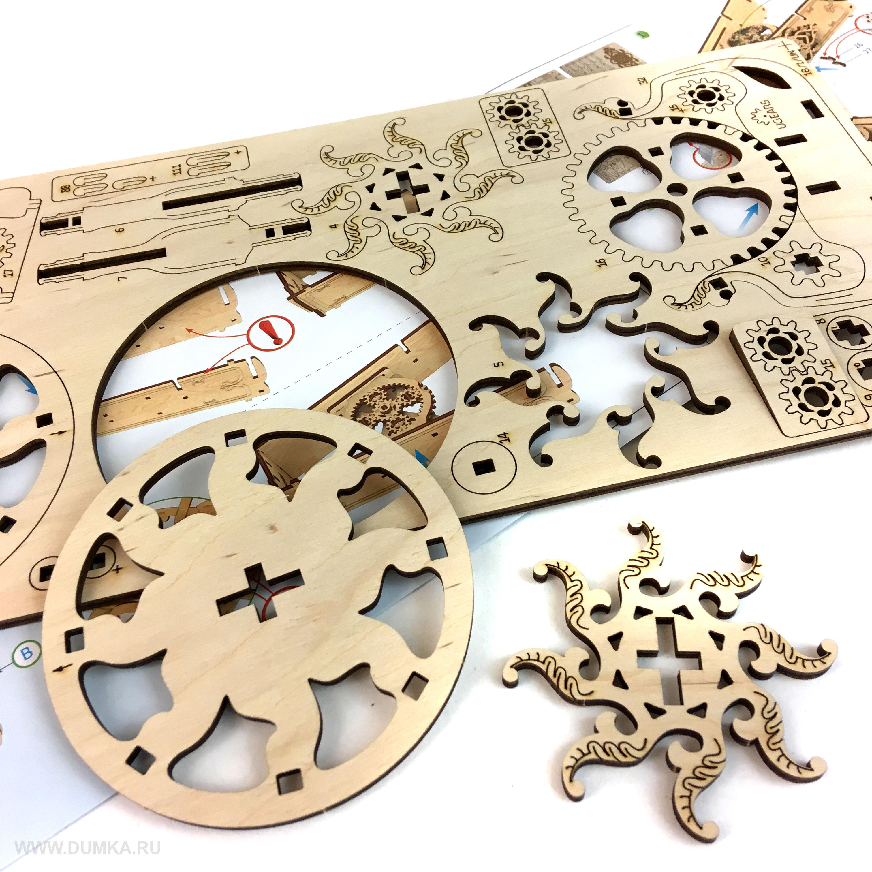 Чтобы открыть шкатулку, потребуется ключ. Сам ключ можно хранить встроенным в крышку корпуса. При от