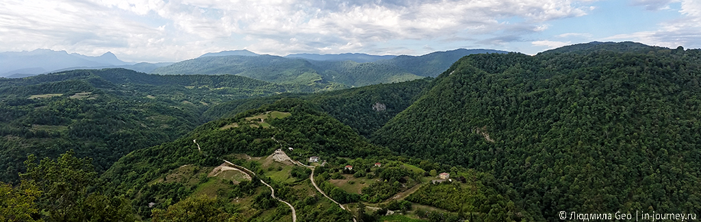 вид на горы с Иверской горы у крепости Анакопия