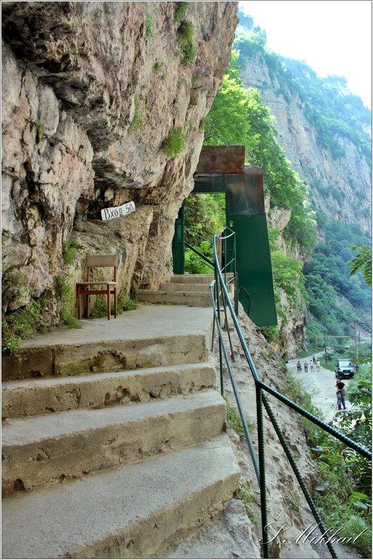 2. Чегемское ущелье - водопад. водопада, теснины, ущелья, высоты, можно, хребта, Дорога, хребет, противоположной, стороне, лестнице, площадка, подняться, теснина, водопады, осмотра, пород, неторопливого, узенькая, началу