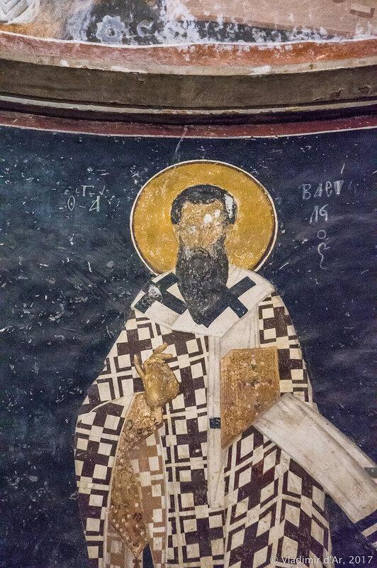 Святые епископы (понизу апсиды) - Василий Великий. Мозаики и фрески монастыря Хора.