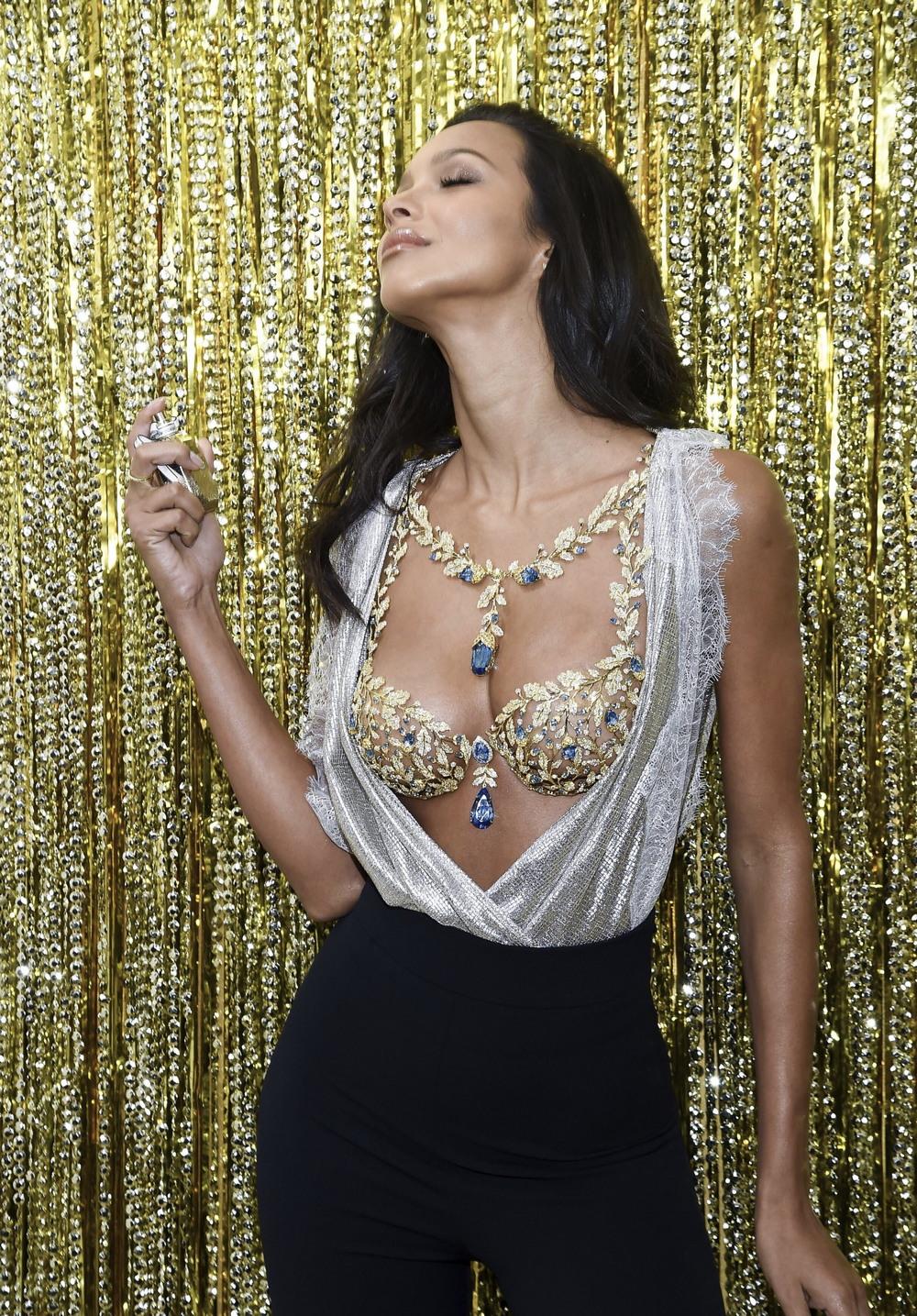 Лаис Рибейро продемонстрировала бюстгальтер за $2 000 000