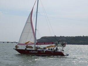 Яхта в Керченском проливе