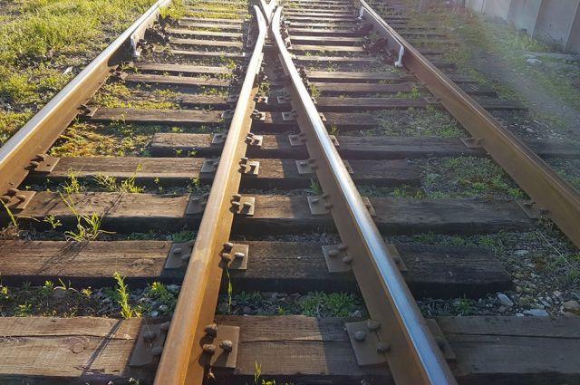 ВСочи после гибели под поездом подозреваемого педофила против конвоира возбудили дело