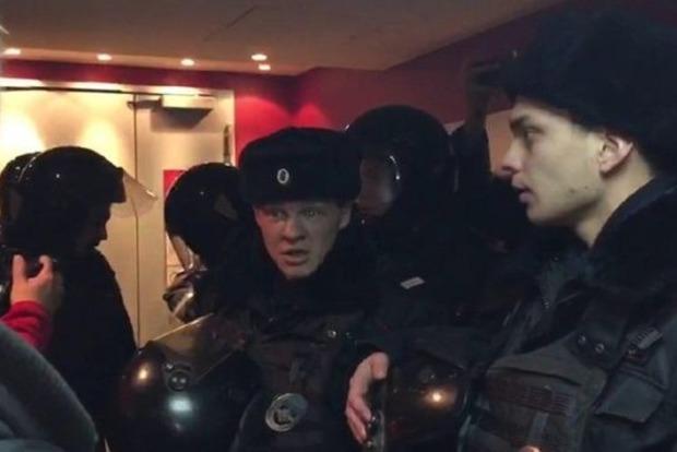 Сорвавший показ фильма «Полет пули» в Москве активист арестован на7 суток