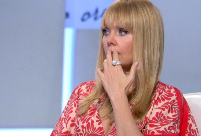 В первой части шоу Валерия рассказала о личной жизни. Артистка вспомнила о первом муже — компо